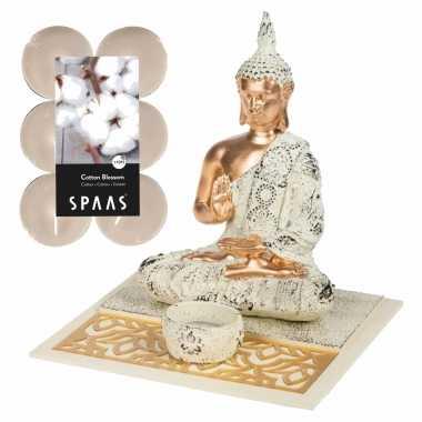 Boeddha beeld voor binnen 19 cm met 12x geurkaarsen cotton blossom