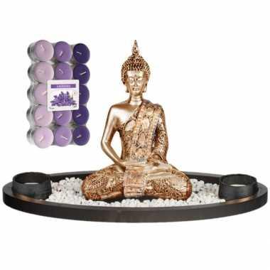 Boeddha beeld voor binnen 33 cm met 30x geurkaarsen lavendel