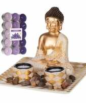 Boeddha beeld voor binnen 21 cm met 30x geurkaarsen lavendel